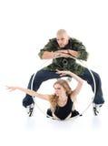 Ο βιαστής στέκεται πέρα από το κορίτσι και gymnast το κορίτσι βρίσκεται Στοκ Εικόνες