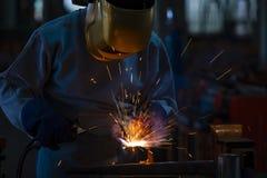 Ο βιομηχανικός οξυγονοκολλητής ενώνει στενά το μέρος μετάλλων στοκ εικόνα