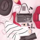 Ο βοηθητικός κόκκινος ιματισμός μόδας γυναικών ` s και τα κόκκινα υψηλά τακούνια είναι LOC Στοκ εικόνες με δικαίωμα ελεύθερης χρήσης