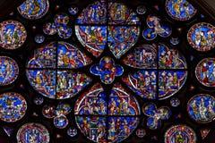 Ο Βορράς αυξήθηκε στενός επάνω καθεδρικός ναός του Λίνκολν παραθύρων Στοκ Εικόνες
