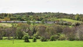 Ο Βορράς κεφαλιών τραίνων της Virgin Pendolino μέσω Southwaite, Cumbria απόθεμα βίντεο