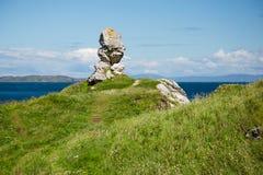 Ο Βορράς Irealand, Antrim ακτή, ενδιαφέρων σχηματισμός βράχου δίπλα στη θάλασσα Στοκ φωτογραφία με δικαίωμα ελεύθερης χρήσης