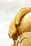 Ο Βούδας παραδίδει το υπόβαθρο ουρανού Στοκ φωτογραφίες με δικαίωμα ελεύθερης χρήσης
