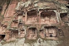 Ο Βούδας χάρασε στις τεράστιες πέτρες Στοκ φωτογραφία με δικαίωμα ελεύθερης χρήσης