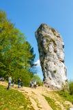 Ο βράχος ασβεστόλιθων κάλεσε το ρόπαλο Hercules κοντά στο Castle Pieskowa Skala, Κρακοβία, Πολωνία Στοκ εικόνα με δικαίωμα ελεύθερης χρήσης