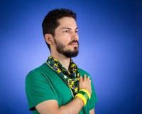 Ο βραζιλιάνος υποστηρικτής της εθνικής ομάδας του ποδοσφαίρου ακούει  Στοκ φωτογραφία με δικαίωμα ελεύθερης χρήσης