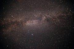 Ο γαλακτώδης τρόπος είναι ο γαλαξίας μας Αυτή η μακριά αστρονομική φωτογραφία έκθεσης του νεφελώματος Στοκ Φωτογραφία