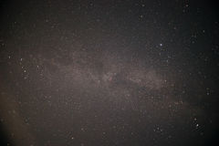 Ο γαλακτώδης τρόπος είναι ο γαλαξίας μας Αυτή η μακριά αστρονομική φωτογραφία έκθεσης του νεφελώματος Στοκ εικόνα με δικαίωμα ελεύθερης χρήσης