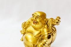 Ο γελώντας Βούδας χρωμάτισε στο χρυσό χρώμα με το άσπρο σκηνικό Στοκ Εικόνες