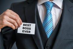 Ο γεμάτος αυτοπεποίθηση επιχειρηματίας στο κοστούμι παρουσιάζει ετικέτα ότι είναι ο καλύτερος προϊστάμενος πάντα Στοκ Εικόνα