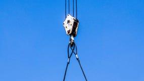 Ο γερανός στο μπλε ουρανό, κλείνει επάνω Στοκ φωτογραφία με δικαίωμα ελεύθερης χρήσης