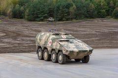 Ο γερμανικός μπόξερ GTK, η έκδοση γιατρών από Kmw και Rheinmetall στέκονται σε μια πλατφόρμα κοντά στο πεδίο μάχη Στοκ φωτογραφία με δικαίωμα ελεύθερης χρήσης