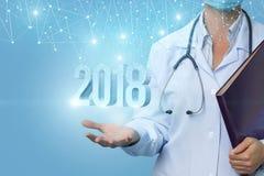 Ο γιατρός κρατά τους αριθμούς το 2018 Στοκ Φωτογραφία