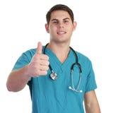 ο γιατρός φυλλομετρεί &epsilo στοκ φωτογραφία με δικαίωμα ελεύθερης χρήσης
