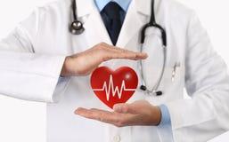 Ο γιατρός χεριών προστατεύει το σύμβολο καρδιών Στοκ φωτογραφία με δικαίωμα ελεύθερης χρήσης