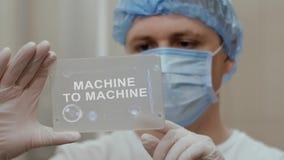 Ο γιατρός χρησιμοποιεί την ταμπλέτα με τη μηχανή κειμένων στη μηχανή διανυσματική απεικόνιση
