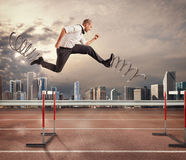 Ο γρήγορος επιχειρηματίας υπερνικά και επιτυγχάνει την επιτυχία τρισδιάστατη απόδοση στοκ φωτογραφίες