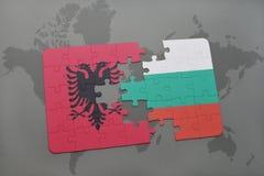 ο γρίφος με τη εθνική σημαία της Αλβανίας και η Βουλγαρία σε έναν κόσμο χαρτογραφούν το υπόβαθρο Στοκ φωτογραφίες με δικαίωμα ελεύθερης χρήσης