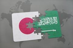 ο γρίφος με τη εθνική σημαία της Ιαπωνίας και η Σαουδική Αραβία σε έναν κόσμο χαρτογραφούν το υπόβαθρο Στοκ εικόνες με δικαίωμα ελεύθερης χρήσης