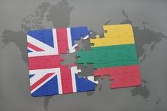 ο γρίφος με τη εθνική σημαία της Μεγάλης Βρετανίας και η Λιθουανία σε έναν κόσμο χαρτογραφούν το υπόβαθρο Στοκ φωτογραφία με δικαίωμα ελεύθερης χρήσης