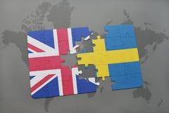 ο γρίφος με τη εθνική σημαία της Μεγάλης Βρετανίας και η Σουηδία σε έναν κόσμο χαρτογραφούν το υπόβαθρο Στοκ φωτογραφίες με δικαίωμα ελεύθερης χρήσης
