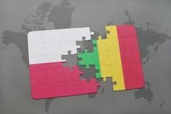 ο γρίφος με τη εθνική σημαία της Πολωνίας και το Μαλί σε έναν κόσμο χαρτογραφούν το υπόβαθρο Στοκ εικόνα με δικαίωμα ελεύθερης χρήσης