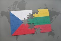 ο γρίφος με τη εθνική σημαία της Τσεχίας και η Λιθουανία σε έναν κόσμο χαρτογραφούν το υπόβαθρο Στοκ φωτογραφία με δικαίωμα ελεύθερης χρήσης