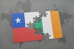 ο γρίφος με τη εθνική σημαία της Χιλής και η Ιρλανδία σε έναν κόσμο χαρτογραφούν το υπόβαθρο Στοκ Εικόνα