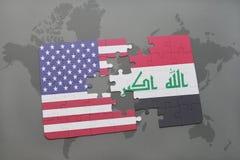 ο γρίφος με τη εθνική σημαία των Ηνωμένων Πολιτειών της Αμερικής και το Ιράκ σε έναν κόσμο χαρτογραφούν το υπόβαθρο Στοκ Φωτογραφίες