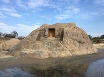 Ο δημοφιλής βράχος Mahisasura στην παραλία Mahabalipuram Στοκ Φωτογραφίες