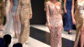 Ο διάδρομος στενών διαδρόμων μόδας παρουσιάζει πρότυπα απόθεμα βίντεο