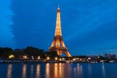 Ο διάσημος πύργος του Άιφελ στο σούρουπο, Παρίσι, Γαλλία Στοκ Εικόνες