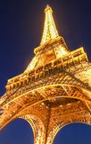 Ο διάσημος πύργος του Άιφελ στο σούρουπο, Παρίσι, Γαλλία Στοκ εικόνα με δικαίωμα ελεύθερης χρήσης