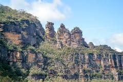 Ο διάσημος σχηματισμός βράχου τριών αδελφών στο μπλε εθνικό πάρκο βουνών κοντά στο Σίδνεϊ στοκ εικόνα