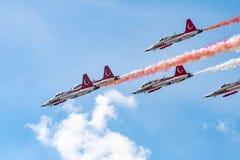 Ο διεθνής αέρας του Βουκουρεστι'ου παρουσιάζει ΔΙΑΓΩΝΙΩΣ, τουρκική επίδειξη ομάδων Πολεμικής Αεροπορίας αστεριών στοκ φωτογραφίες