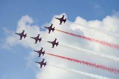Ο διεθνής αέρας του Βουκουρεστι'ου παρουσιάζει ΔΙΑΓΩΝΙΩΣ, τουρκική επίδειξη ομάδων Πολεμικής Αεροπορίας αστεριών στοκ εικόνες