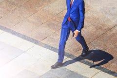 Ο διευθυντής πετυχαίνει να περπατήσει προς τα εμπρός Στοκ Εικόνα