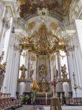 Ο δισκοπότηρο και ο βωμός του εξαιρετικά όμορφου εσωτερικού της μπαρόκ εκκλησίας του ST Paulinus στην Τρίερ - στοκ εικόνες