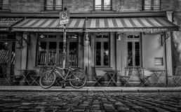Ο δουβλίνο-καφές B&W σκηνικών πορτών στοκ εικόνες