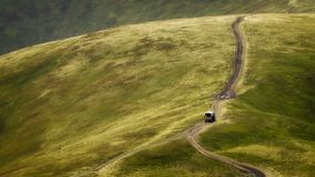 Ο δρόμος είναι υψηλός Carpathians, στην κορυφογραμμή στοκ εικόνες