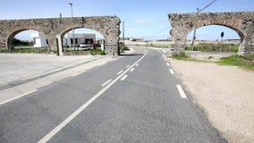 Ο δρόμος σε Aqueduto DA Granja aquaduct σε Pero Pinheiro απόθεμα βίντεο