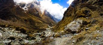 Ο δρόμος στα βουνά της σειράς Annapurna, Νεπάλ Ιμαλάια Στοκ Φωτογραφία