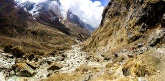 Ο δρόμος στα βουνά της σειράς Annapurna, Νεπάλ Ιμαλάια Στοκ Φωτογραφίες