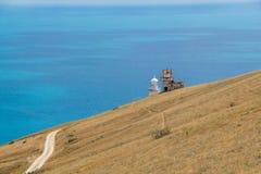 Ο δρόμος στο φάρο Ακρωτήριο Meganom, η Ανατολική Ακτή της χερσονήσου της Κριμαίας στοκ εικόνα με δικαίωμα ελεύθερης χρήσης