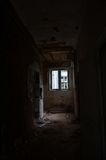 Ο εγκαταλειμμένος διάδρομος στο εγκαταλειμμένο κάστρο στοκ εικόνες