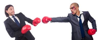 Ο εγκιβωτισμός επιχειρηματιών και αθλητικών τύπων που απομονώνεται επάνω Στοκ Φωτογραφία