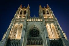 Ο εθνικός καθεδρικός ναός της Ουάσιγκτον τη νύχτα, στην Ουάσιγκτον, συνεχές ρεύμα Στοκ Εικόνα