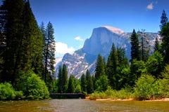 ο εθνικός ποταμός πάρκων yosemite στοκ φωτογραφίες