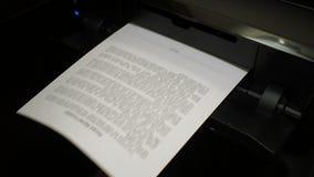 Ο εκτυπωτής μελανιού τυπώνει τη σύμβαση ενοικίου σπιτιών, έγγραφο 2 απόθεμα βίντεο