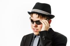 Ο εκφραστικός έφηβος έντυσε στο κοστούμι Στοκ Εικόνα